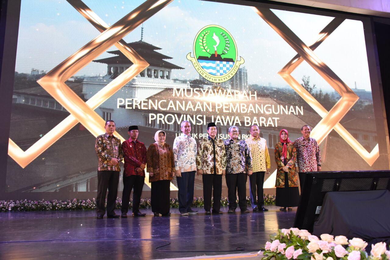 Pemkab Bogor Terima Penghargaan Dari Gubernur Jawa Barat