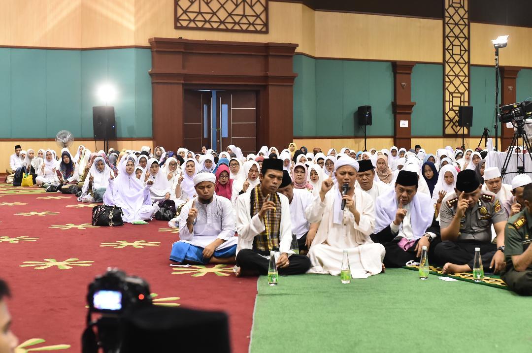 ASN Kabupaten Bogor Ikuti Mengaji dan Berdzikir Bersama Ustadz Abdul Somad. LC.,MA dan Ustad Muhammad Arifin ilham