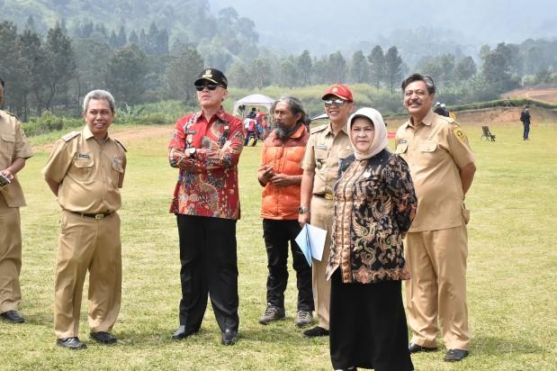Bupati Bogor Dampingi Pj Gubernur Jawa Barat Tinjau Venue Paralayang