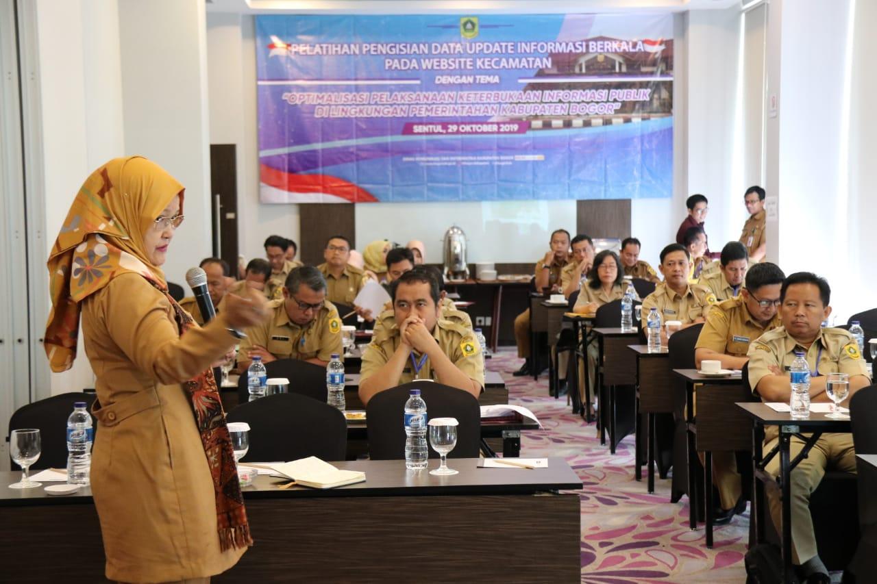 """Para Sekcam Dilatih """"Updating"""" Informasi Berkala Pada Website Kecamatan"""