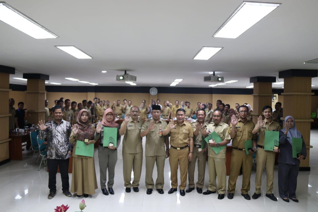 Tingkatkan Keterbukaan Informasi Publik Diskominfo Kabupaten Bogor Berikan Penghargaan Kepada PPID Pembantu Lingkup Pemkab Bogor