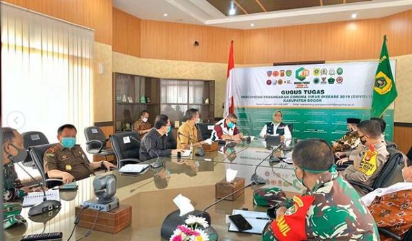 Para kepala daerah penyangga DKI Jakarta, yakni Bogor, Depok dan Bekasi (Bodebek) sepakat memperpanjang masa penerapan Pembatasan Sosial Berskala Besar (PSBB)
