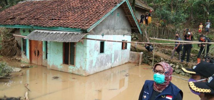 Bupati Bogor Tinjau Lokasi Bencana Longsor di Leuwisadeng