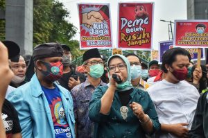 Ade Yasin Sampaikan Surat Aspirasi Buruh Kabupaten Bogor Tolak Omnibus Law Kepada Presiden