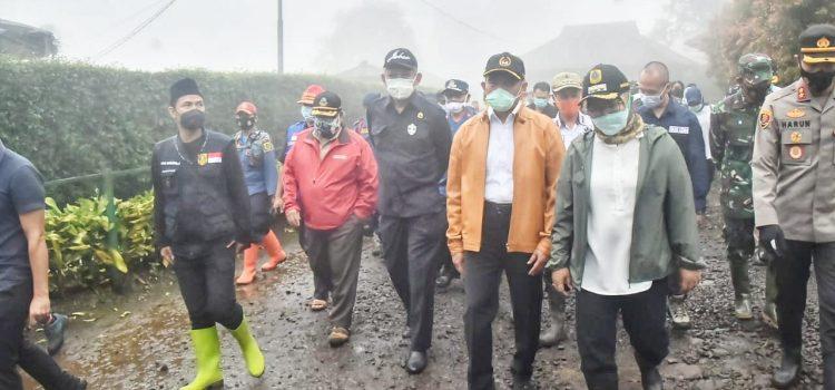 Pastikan Keamanan Pengungsi Bupati Bogor Tinjau Lokasi Pengungsian Para Korban Terdampak Bencana Alam Banjir Bandang Gunung Mas