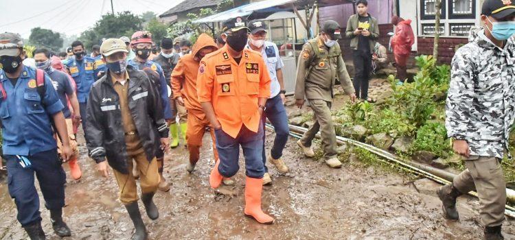 Wabup Bogor Tinjau Lokasi Pengungsian Korban Banjir Bandang di Gunung Mas Cisarua